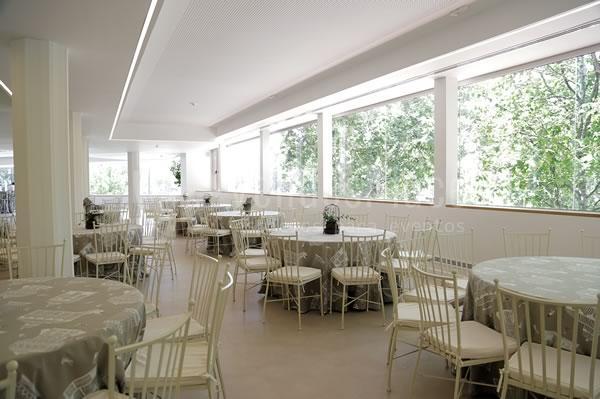 Montaje en banquete comidas de empresa y cenas de gala en Rocio Gandarias Commodore