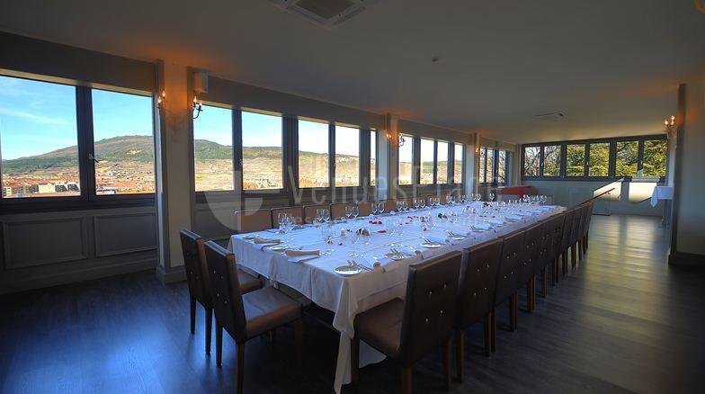 Montaje mesa imperial eventos de empresa y reservas privadas Hotel Pamplona Catedral