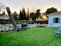 Jardín y piscina Artola&Friends