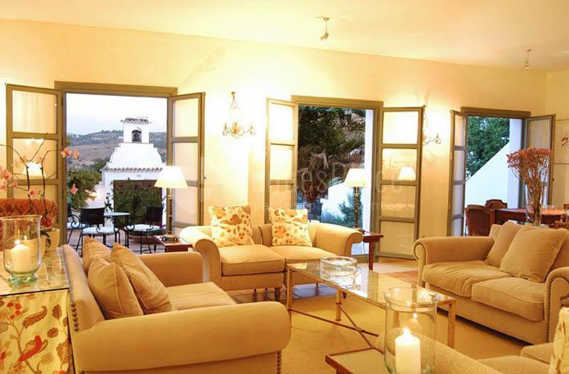 Salón con acceso a patio Hotel Molino del Arco