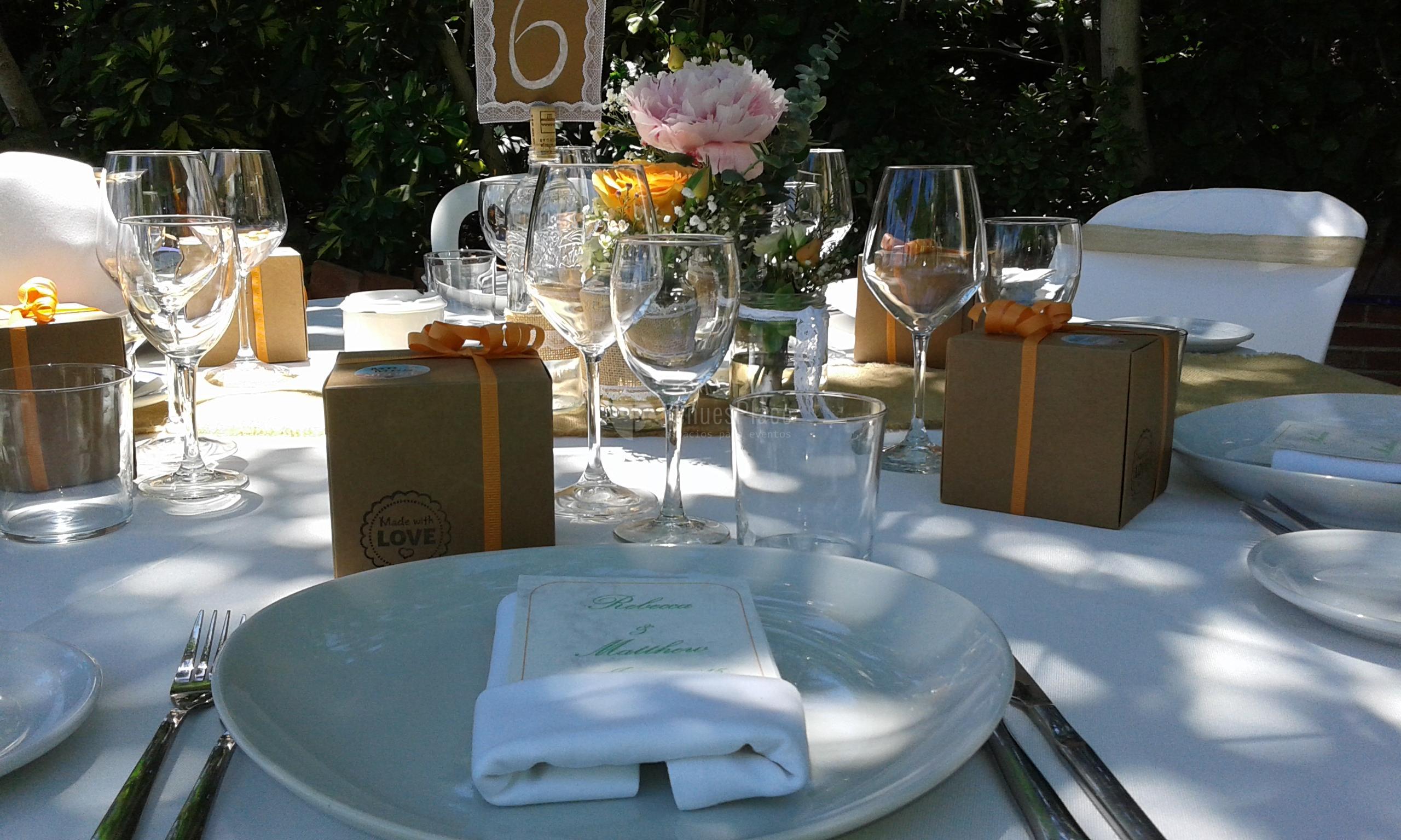 Bonitas mesas en el Restaurante La Viborilla y Malibu Beach club